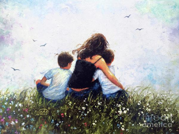 Mutter mit zwei Söhnen vor der langen Reise