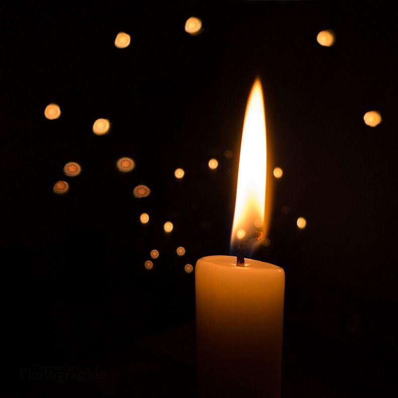 Горящая свеча.