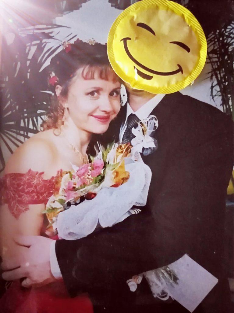 Wir sind glücklich, Braut und Bräutigam zu sein.