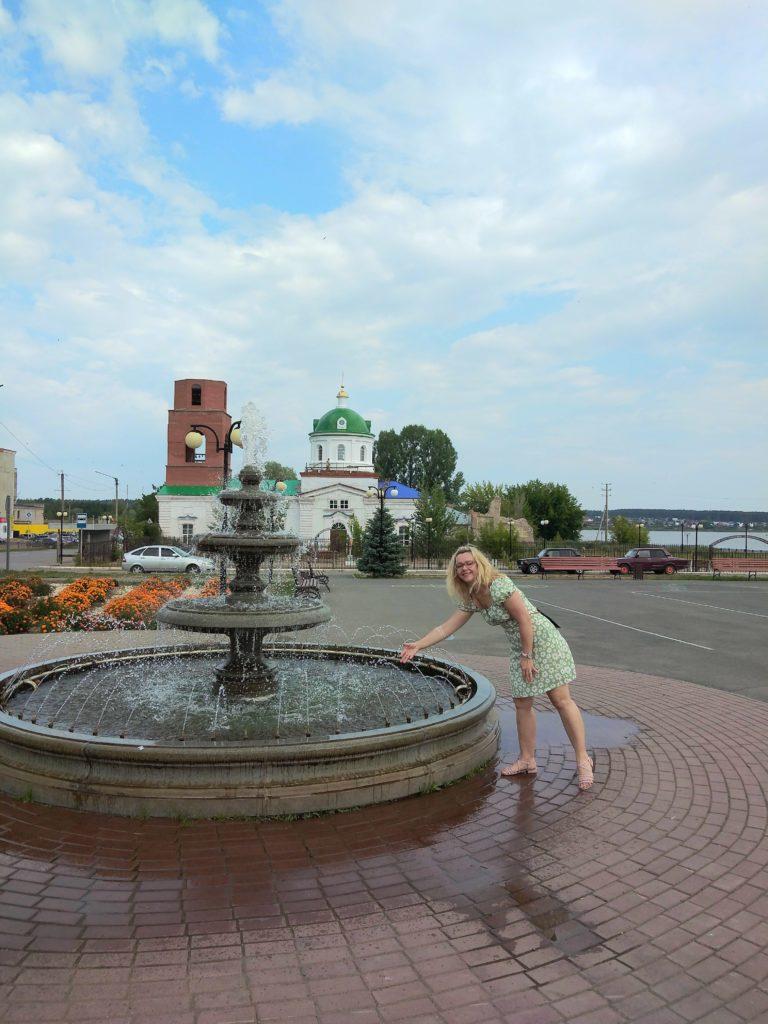Новая достопримечательность - городской фонтан.
